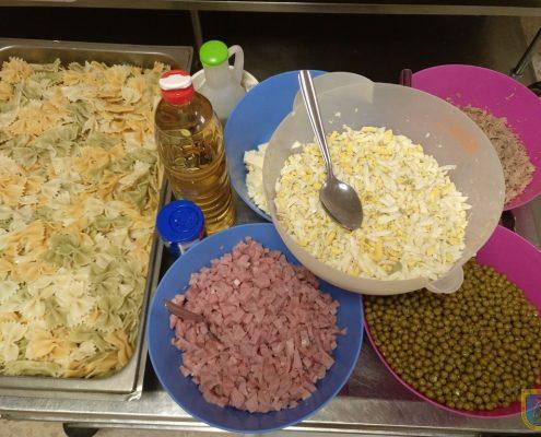 Celebrando el Día de la alimentación en Residencia Edad Dorada