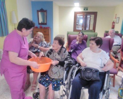 Residenta lavándose la cara en San Juan